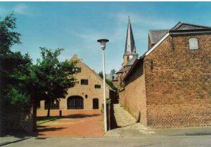Neyenhof mit Fussweg zur Kirche